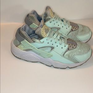 Nike Huarache Mint green size 7.5 make offer!